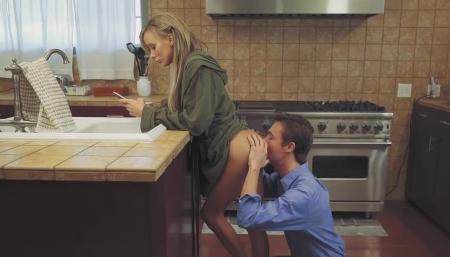 Трах на кухне лижет #7